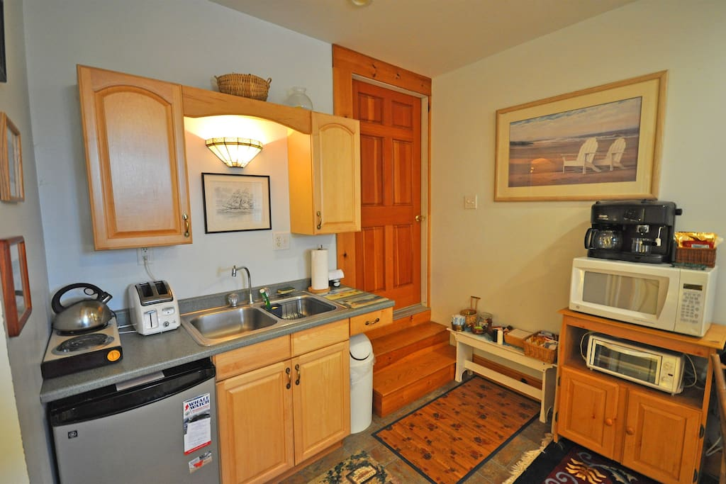 The kitchenette has a dorm-size fridge, 2-burner hotplate, microwave, coffee & teapot and is fully equipped with dishes, utensils and cookware.