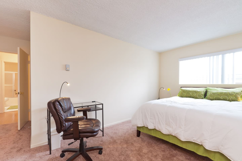 Huge Private bedroom /in-suite bath