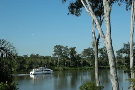 Riverfront paradise close to city.2 - Chelmer