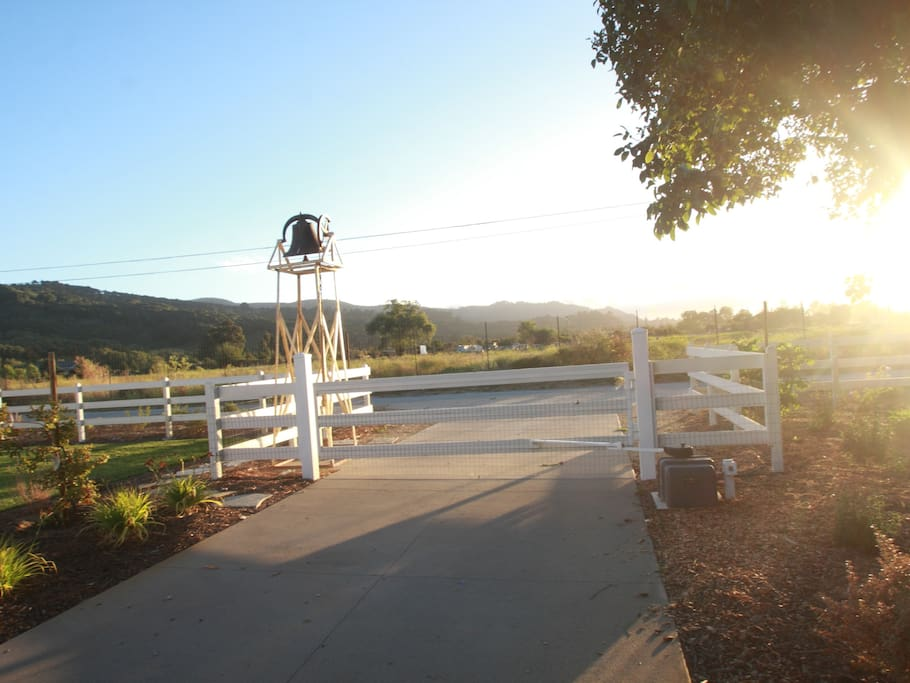 The entrance to Mackillie Farm