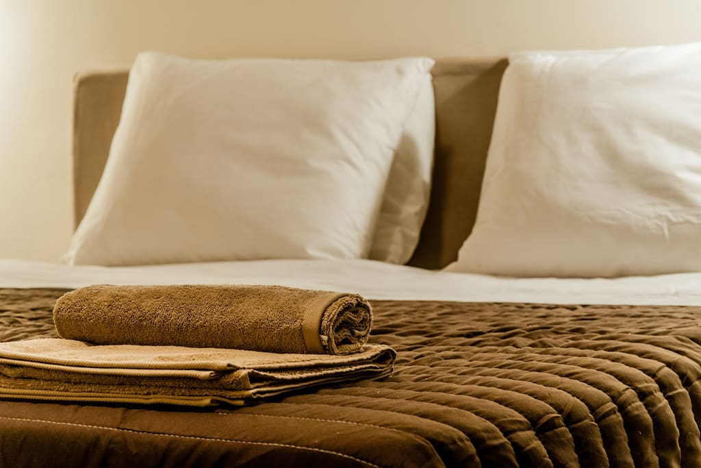 Upon your arrival you will find clean 100% cotton bedsheets and 100% cotton towels.