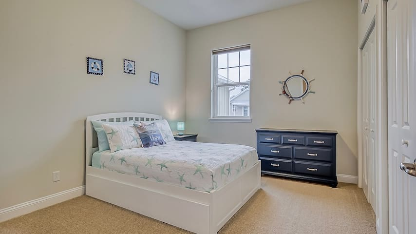 Kids Bedroom with Full Bed and Twin Trundle