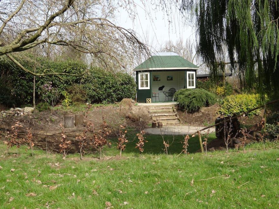 Het tuinhuis met leefkuil