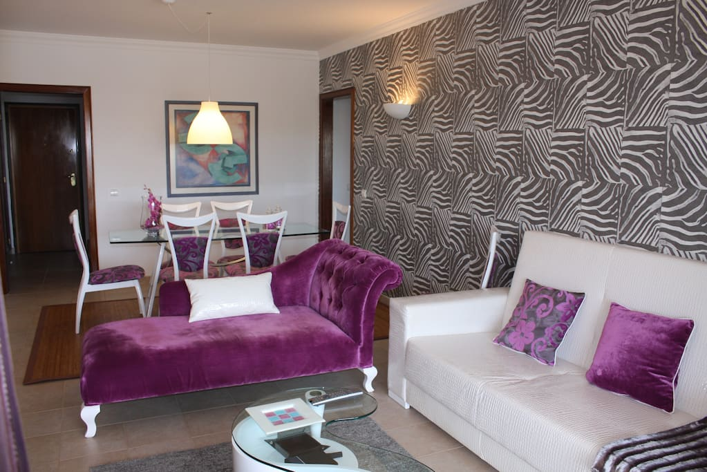 Sala de Estar com chaise-long e sofá cama king-size