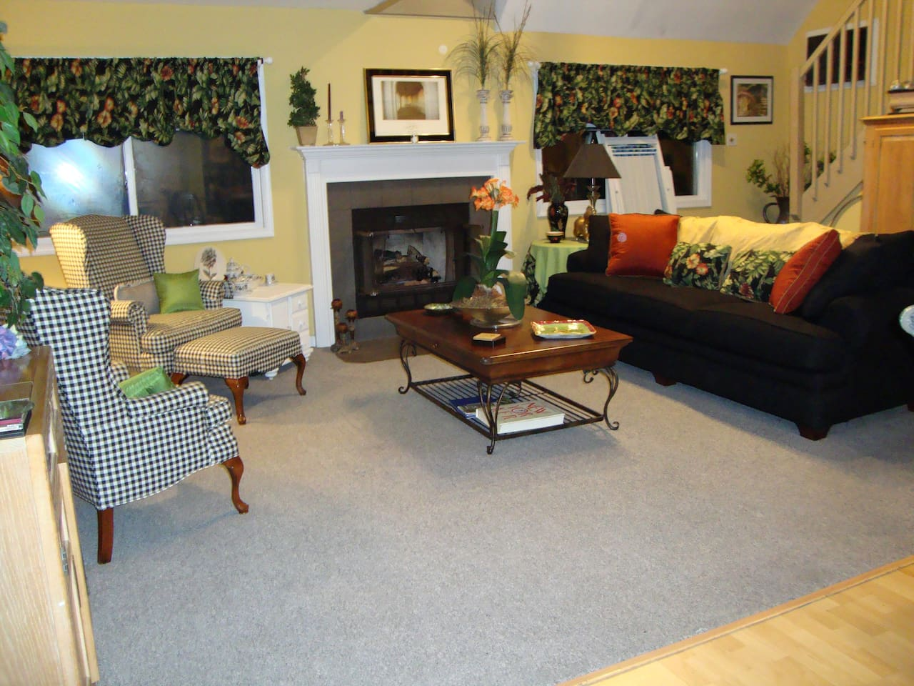 Living Room with easy gas fireplace