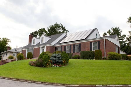 MASSIVE BEDROOM IN PRIVATE HOUSE - Mount Vernon - บ้าน