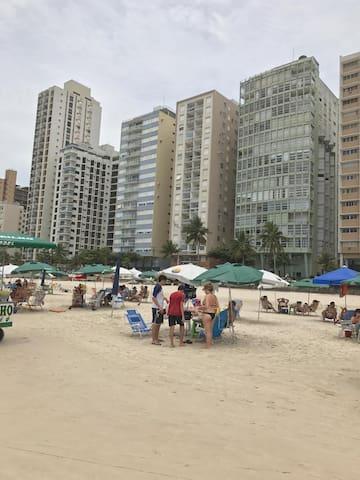 PÉ NA AREIA Apto Guaruja Wi-fi  Pitangueiras 142A