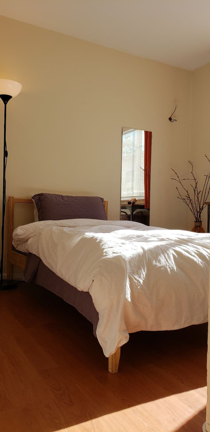 Cozy, Affordable Private Bedroom