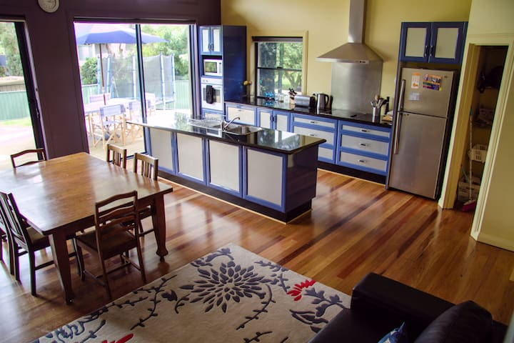 Spacious house 400m from the beach  - Somers - House