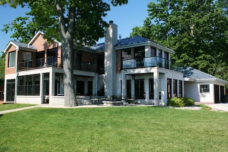 Spectacular Lake Michigan Retreat - Kenosha