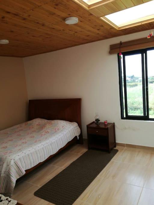 amplia habitación principal