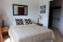Master bedroom: En suite bathroom, Queen bed, Air conditioning