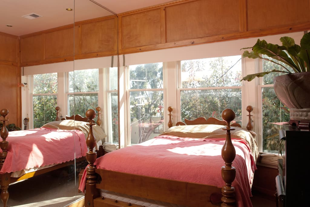 The bed is next to a mirror, so it looks like 2 beds, but there is only 1 double bed.