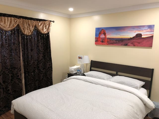 Gorgeous private Bed Room near hwy 401