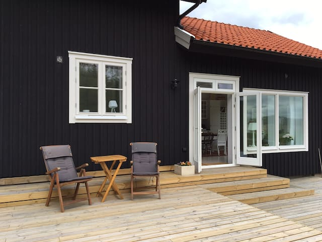 Brand new and comfortable house - Tjörn N
