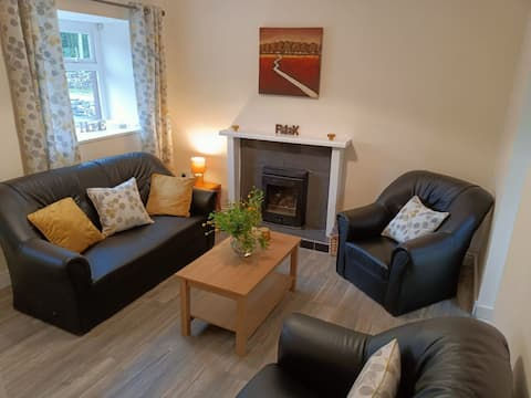 Petie's      - Cheerful 2 Bedroom Country Cottage