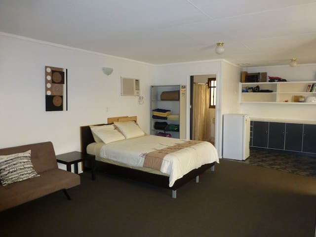 Self contained granny flat& ensuite - Woodville West - Apartemen