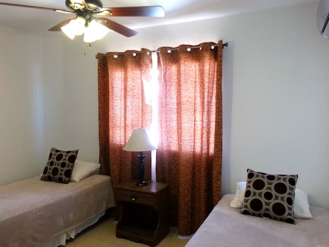 Bedroom 3: Two twin beds, Air conditioning