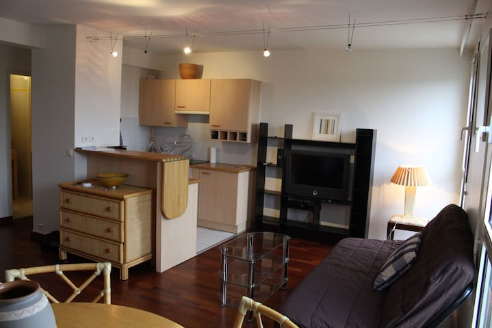Flat near the beach with a parking