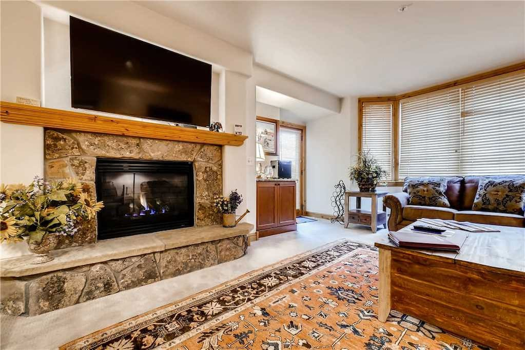 Fireplace,Hearth,Furniture,Couch,Shelf