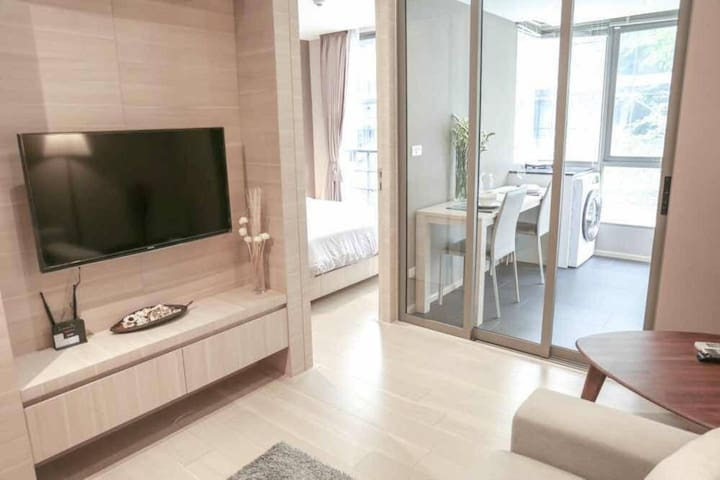 luxury condo in Silom close 2 BTS, pool, GYM, wifi