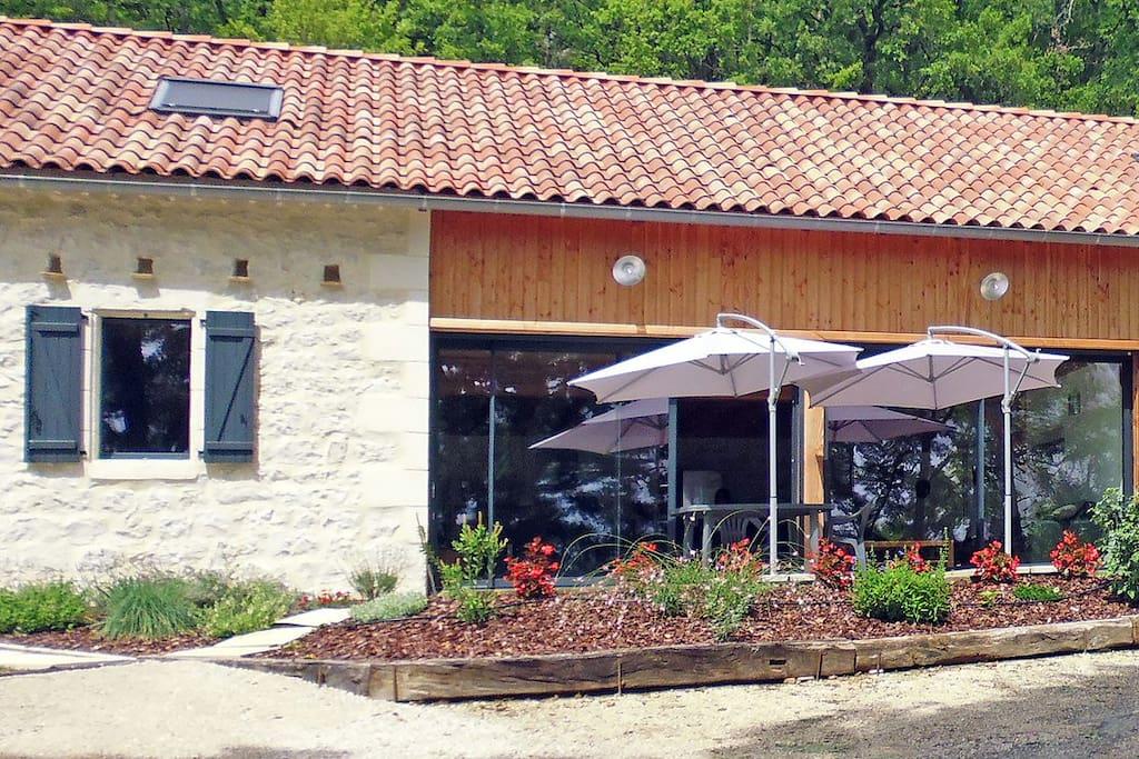 Une demeure atypique en pierres du Quercy