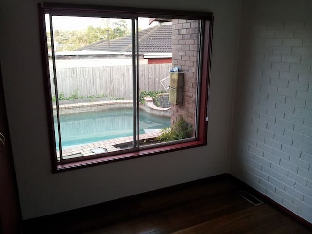 Bedroom Available in Mt. Waverley - Mt Waverley - Casa