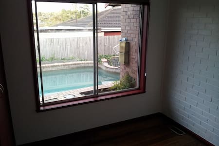 Bedroom Available in Mt. Waverley - Mt Waverley - Dom