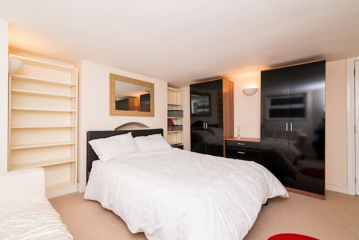 apartment in quiet location - Manchester - Apartment