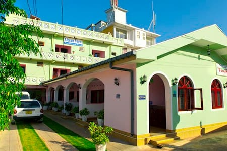 Ocean View Tourist Guest House . - Negombo - Bed & Breakfast