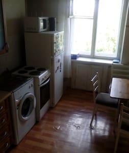 Комната в Академгородке, рядом ж/д, НГУ, лес - Nowosibirsk - Wohnung