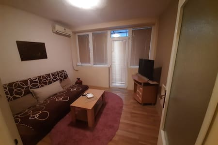 Целосно опремен стан во строгиот центар на градот.