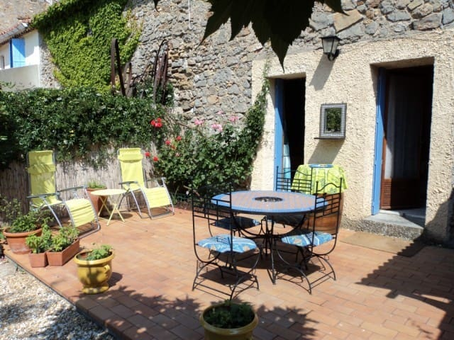Charming Wine Village Home w Garden - Saint-Jean-de-Barrou - Rumah