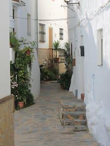 Maison Andalouse dans village blanc - Casares
