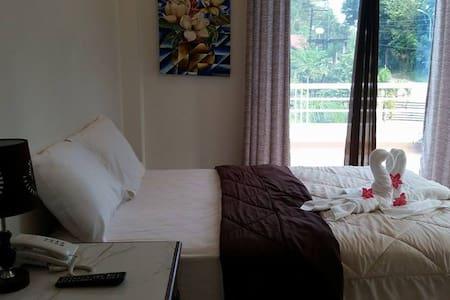 Ocean/Mountain View, Villa Sierra - Puerto Princesa - Bed & Breakfast