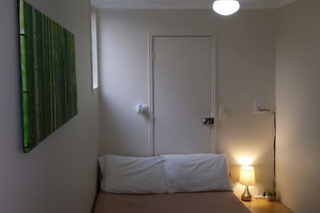 Inner City Room-WIFI-Lock-Foxtel Tv - House