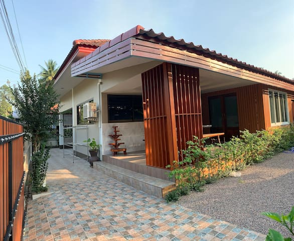 Bangsaphan Paradise Red Wood Villa