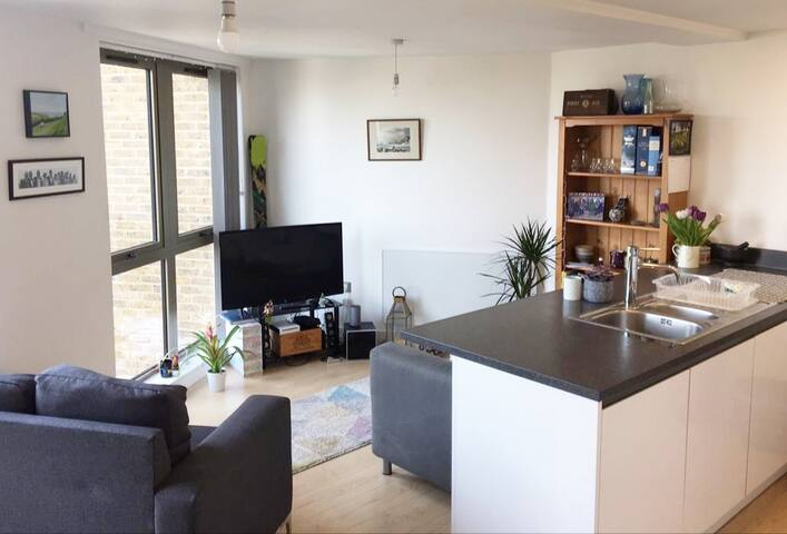 Modern 1 Bed Flat - 1 min from Clapham North tube!