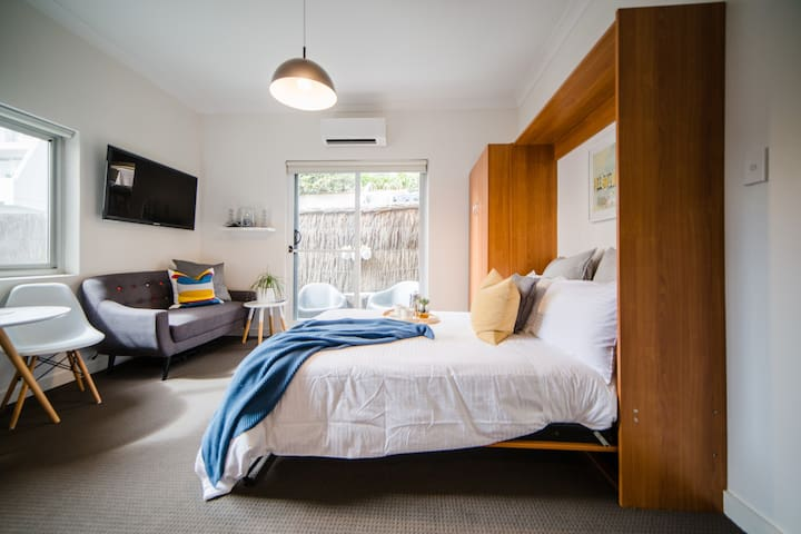 Designer studio  Apartment with  Bondi beach