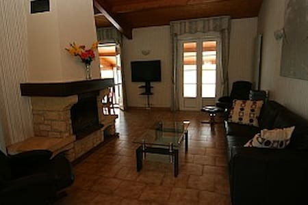 Villa With Enclosed Private Gardens & Heated Pool - Saint-Germain-de-Lusignan - House