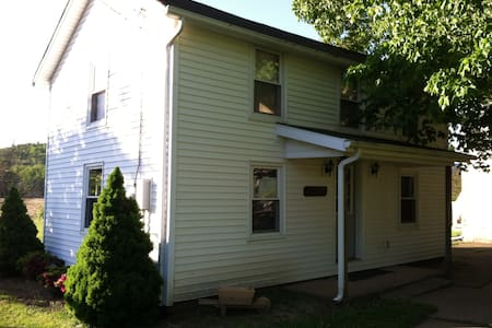 Charming 2B Cottage in Farm Setting - Lock Haven