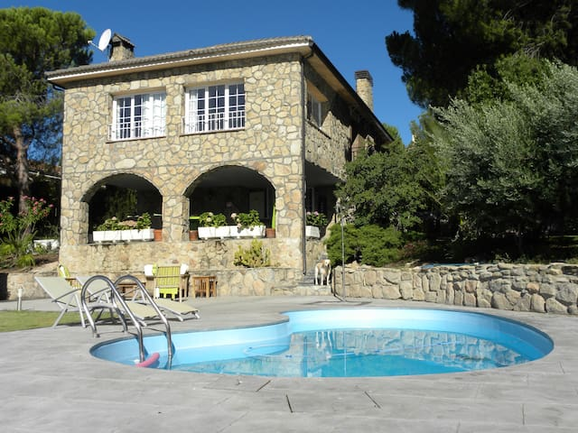 Nice villa close to Madrid - Valdemorillo - House