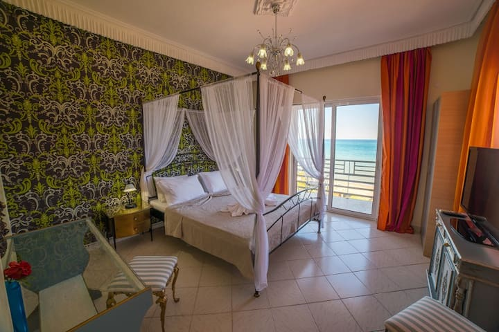 V.I.P Suite with Jacuzzi and Sea View - Στόμιο - Bed & Breakfast