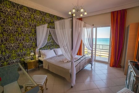 V.I.P Suite with Jacuzzi and Sea View - Στόμιο - Bed & Breakfast - 0
