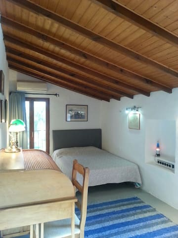 SPACIOUS ROOM IN COUNTRY HOUSE - La Nucia