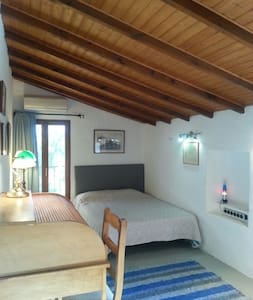 SPACIOUS ROOM IN COUNTRY HOUSE - La Nucia - Bed & Breakfast