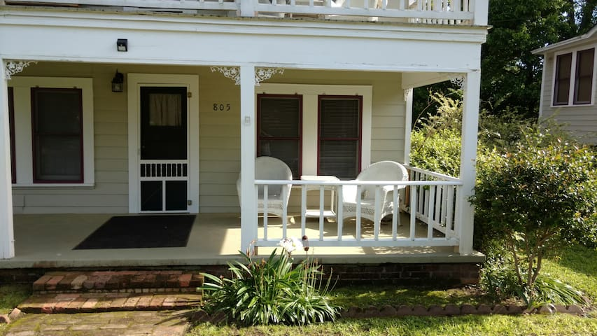 NEW! Cozy 2BR Jefferson Cottage at Angell Manor!