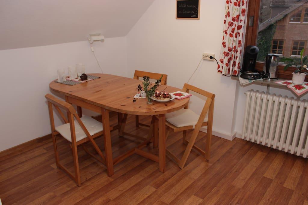helles zimmer mit k che und bad 2 apartments for rent. Black Bedroom Furniture Sets. Home Design Ideas