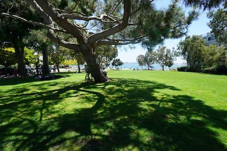 Big Room - Sail Bay - Cali King Pvt Bath Sleeps 4