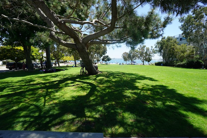 Big Room - Sail Bay - Cali King Pvt Bath Sleeps 4